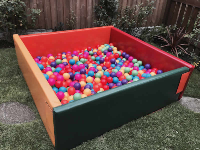 Ball pit 5 x 5 with 1000 balls. 1-5 years